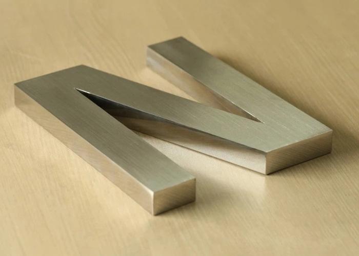bề mặt kim loại